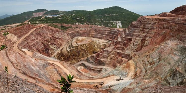 Equinox Gold eleva expectativas de recursos en 3 minas