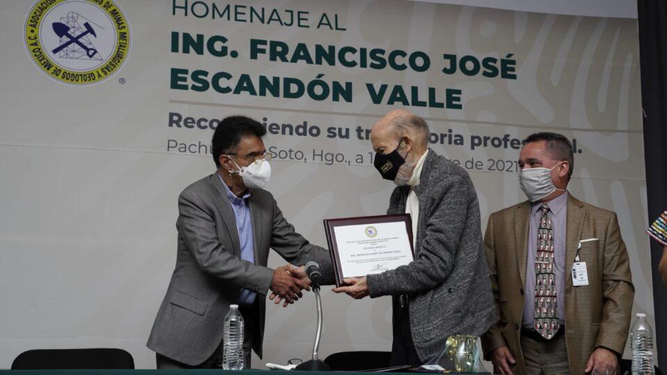 Rinden homenaje a Ingeniero Francisco José Escandón Valle